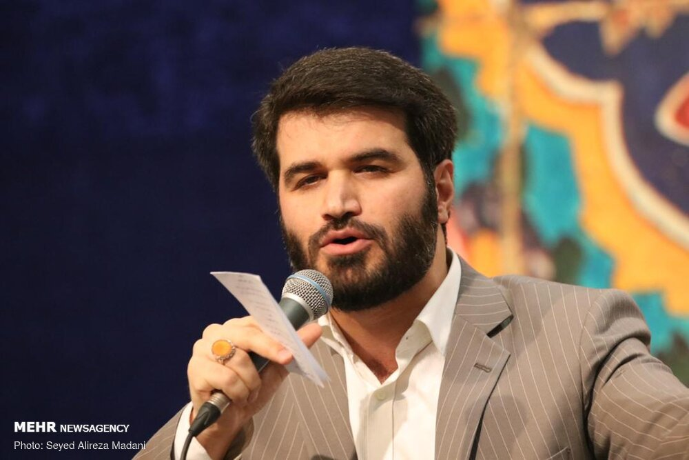 یقین روح محمد رفته در جسم علی اکبر - مدح