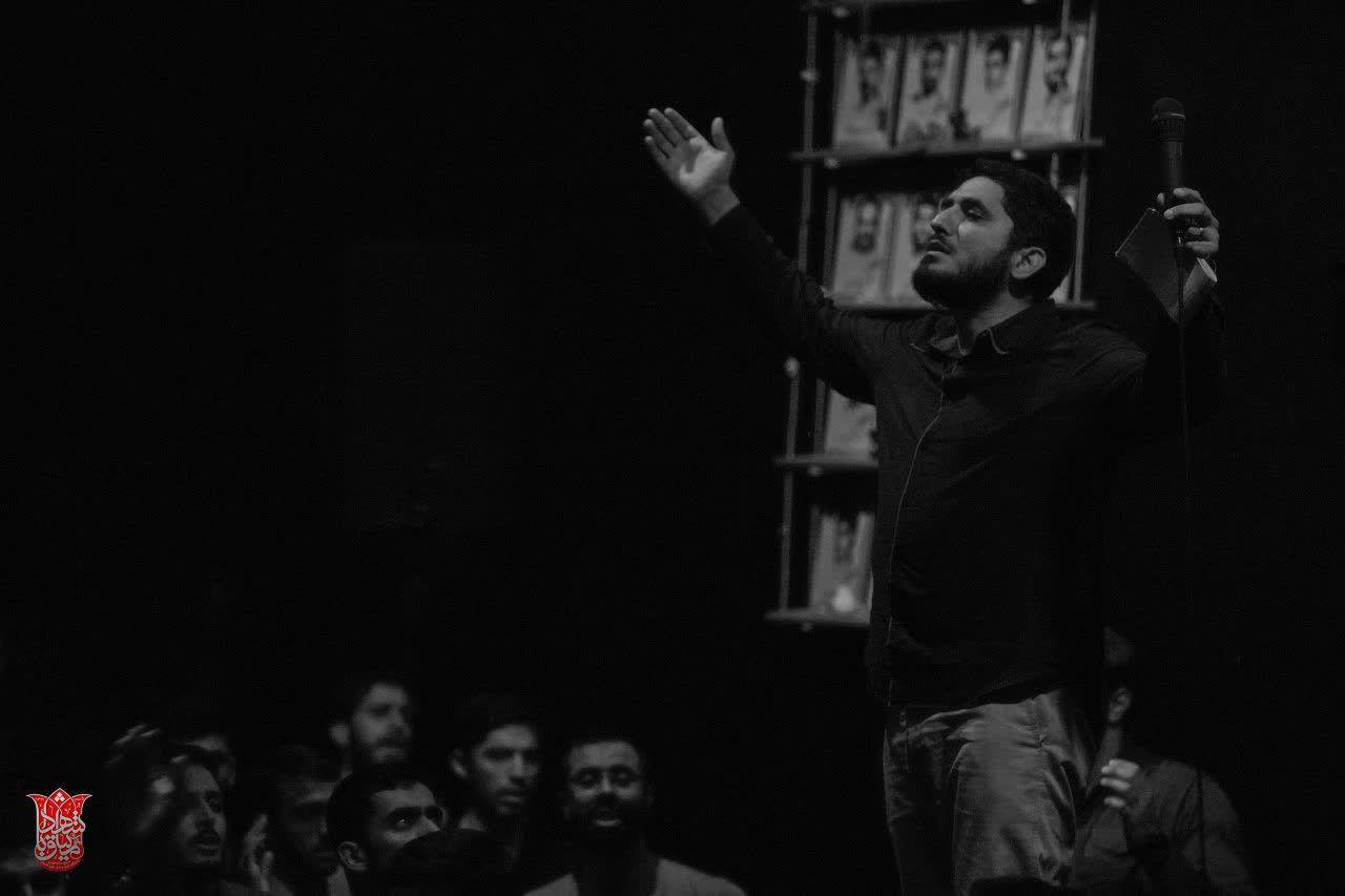 آقای غریب عالم رزق روز و ماه و سالم - زمینه